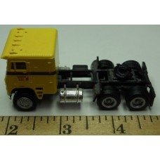 Herpa No. 0004 HO 1-87 Truck Freightliner Gold Cab Black Chassis Standard